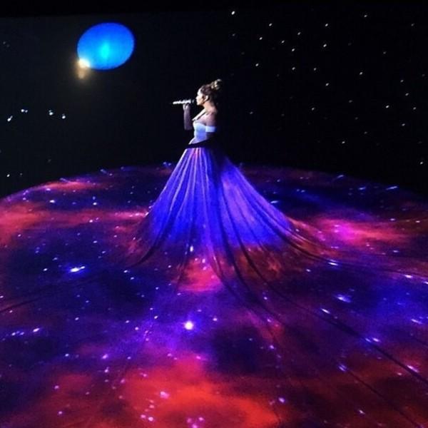 Jennifer Lopez wearing Walter Mendez at the American Idol XIV